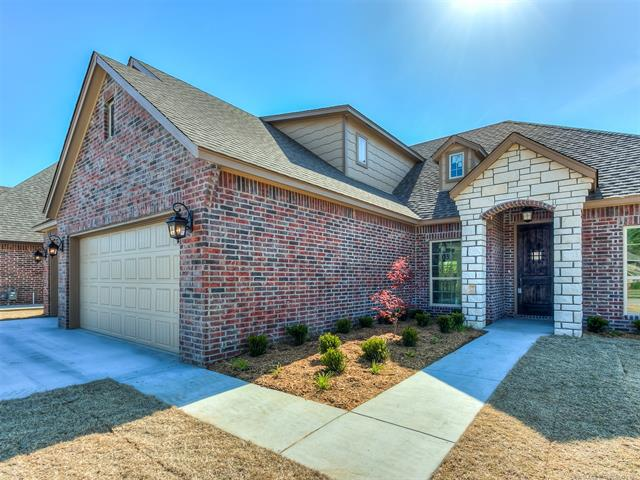 MLS 1818585, 9/20/18, g, Owasso home for sale, The Champions West, Owasso 4 bedroom home